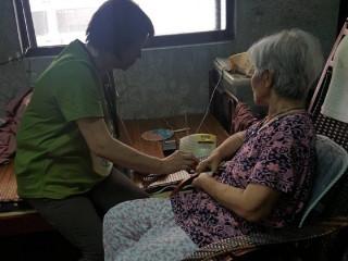 確保獨居長者居家安全 屏縣呼籲民眾加裝緊急救援系統