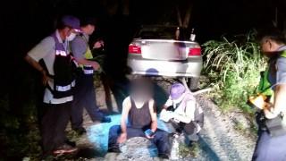 大溪警分局執行封城勤務,意外救起自殺的李姓男子,將他送醫救治。(圖/記者陳寶印攝)