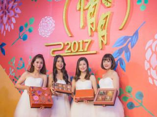 漢來大飯店今年中秋推出「情月典藏」、「情月風雅」精品月餅禮盒。