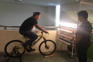 崑山科大固定型腳踏車發電,已取得綠能發電裝置專利權。