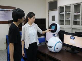 弘光科技大學為了迎接新的數位經濟時代,和華康科技開發股份有限  公司締結產學聯盟,將推動以智慧科技應用為核心的培育計畫,提升 師生的國際競爭力。(記者陳榮昌攝)