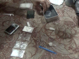 口湖警方於男子家中搜出海洛因、安非他命、吸食器、電子磅秤等,依違反毒品條例現行犯移送法辦。(記者陳昭宗拍攝)