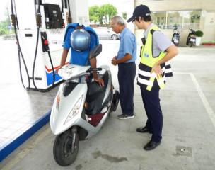 馬光所警員耐心關懷,在不違背受助人意願的情況下完成為民服務之目的,獲民眾肯定與讚揚。(記者陳昭宗拍攝)