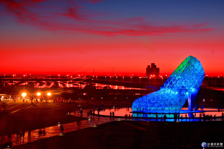 布袋高跟鞋教堂 平均每月15萬遊客造訪