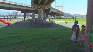重陽橋下增設遊具 鴿糞問題有待改善