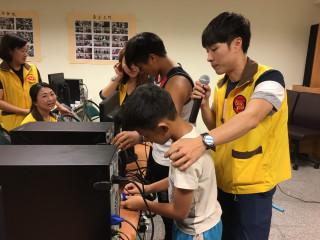 桃園市政府社會局舉辦二手電腦致贈及教學活動。