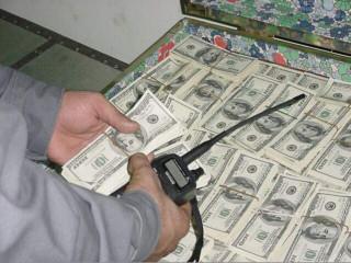 警方及時阻止女子匯美金。林重鎣攝