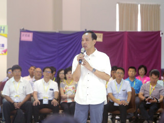 市長朱立倫出席國小校長會議,期勉校長要多關懷孩童的團隊合作及群體教育。(圖/記者黃村杉攝)