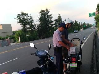 外籍旅客遊澎機車「失電」 幸遇警即時救援協助完成旅程
