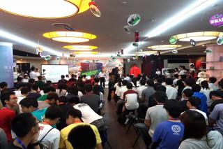 南台灣高中職機器人培訓營在南科,交流和訓練課程包括機器人軟硬體程式與設備、控制與馬達制動系統、感測器電路及分組競賽等多元化規劃。