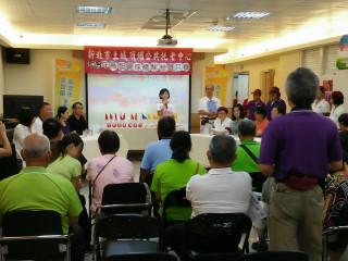 土城頂埔公共托老中心推廣Wiser球運動,以球交友快樂又健康。(圖/記者黃村杉攝)