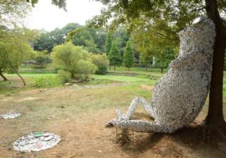 日本藝術家藤井芳則與竹霄社區發展協會、德育、虹橋幼兒園,共同創作《戲畫青蛙》。