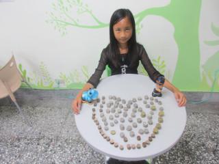 南投家扶中心受助學童鄭宥靜捐出零用錢做獎助學金令人感動。