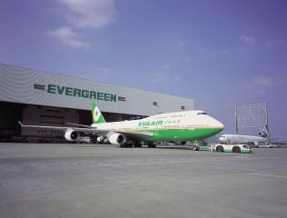 台灣長榮航空的747-400客機,在21日午間執行完香港-台北BR892航班任務後正式榮退,長榮旗下另5架747-全貨機預計2019年退役。(圖/長榮航空)