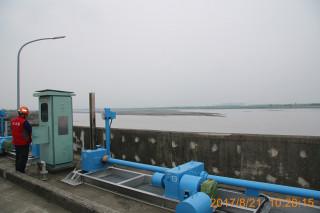 南水局密切監控高屏堰及牡丹水庫濁度。(圖/記者何沛霖攝)
