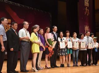 市長朱立倫出席「106年新北市人民團體領航金獎」頒獎典禮,表揚144組獲獎績優團體。(圖/記者黃村杉攝)
