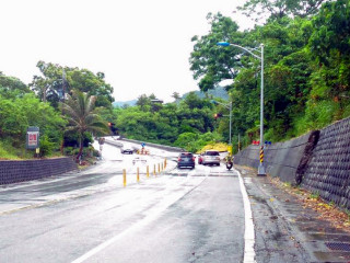 守護用路人安全 成功警方颱風過後加強路況巡視