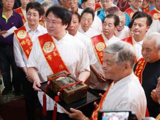 基隆老大公廟舉行開龕門儀式 象徵中元祭正式揭開序幕