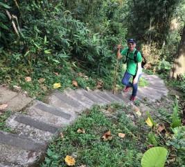游錫堃23日隨即在臉書PO出自己登山的照片,並寫下「悠遊山林,逍遙自在」八個字,似乎很享受退休生活(圖/取自游錫堃臉書)