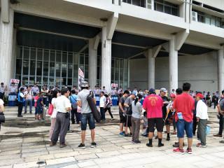 三個反拓地團體近兩百位三鄉鎮民眾組成抗爭連線縣府抗議。