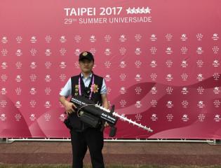楊梅分局為避免空拍機砸傷觀眾,或被有心人士利用丟擲爆裂物,使用「空拍機攔截槍」因應,提醒民眾留意。