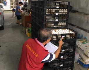 南投縣衛生局要求下游蛋商回收百餘箱蛋封存。