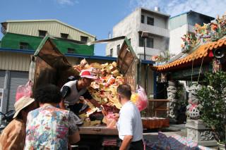 南投環保局籲請大家中元祭祀集中紙錢焚燒。(記者扶小萍攝)