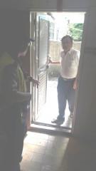 老翁烈日下受困許久未住房屋陽台 警消獲報即刻到場協助救援