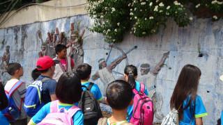 信義新鄉社區布農小小解說員為北中寮社區孩童們導覽解說-射日傳說。