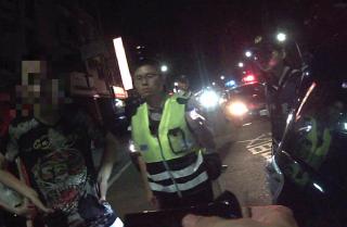 毒蟲將車輛違停施用毒品引關注 遭認真警查獲大量毒品MDMA咖啡包