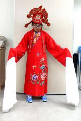 桃園市土地公文化館遭雅賊竊走的同款歌仔戲服。