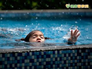 游泳上岸後 還是可能發生乾溺、二度溺水