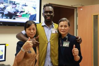臺中慈濟醫院實習的布吉納法索留學生「伊思樂」,經過兩個月暑期實習, 不只學習維修醫療設備的技術,也認識慈濟的環保與人文,表示要將豐富收穫帶回家鄉。