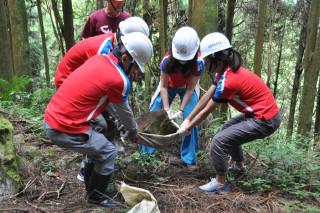 觸口自然教育中心木屑步道手作樂,自然舒適又環保