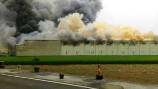 和美鎮五金大賣場倉庫發生火警 濃煙蔽天百坪廠房付之一炬