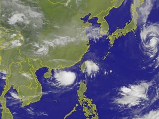 瑪娃颱風外圍環流持續發威 本島7縣市發布豪、大雨特報(圖/中央氣象局提供)