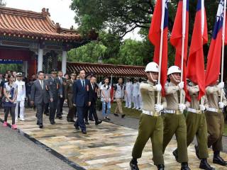 朱立倫3日與新北市議會及各機關、軍方代表出席秋祭大典。(圖/記者黃村杉攝)