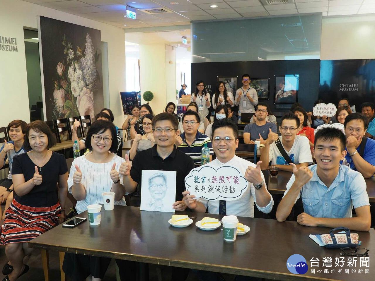 人生不設限 翁漢騰教授黑板畫玩創意