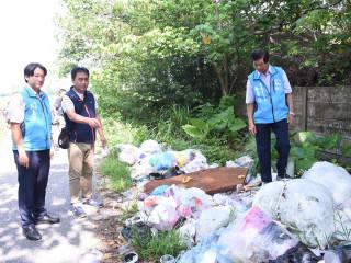 公德心何在? 花蓮市佐倉公墓遭濫倒垃圾