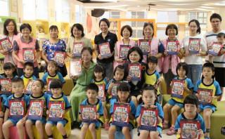 立委張麗善捐贈「我很重要」圖書給斗六市立繪本館,由市長謝淑亞代表接受,期教育孩子肯定自我價值。(記者陳昭宗拍攝)