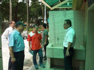 板橋公所參加環保署「營造友善城鄉環境」,成立專案工作小組實地現勘。(圖/記者黃村杉攝)