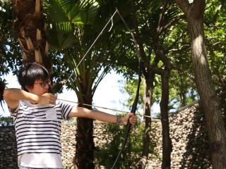 十三行博物館每月13日推出「箭簇」製作和傳統弓箭射箭體驗。(圖/十三行提供)