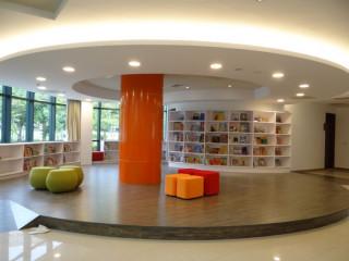 圖書館中壢分館,一樓空間重新啟用市立圖書館邀請所有市民前來享受閱讀的樂趣。
