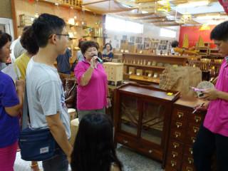藏金閣9月開學季,課桌椅、沙發椅搶購一空。