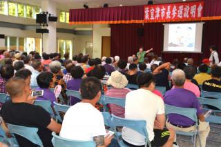 立委葉宜津參選台南市長說明會,現場人潮滿滿,凍蒜聲四起。(圖/記者黃芳祿攝)