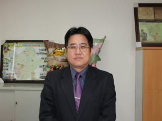 台南市代理市長李孟諺11日宣布任用副秘書長吳欣修調升秘書長。
