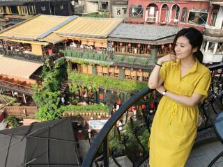 熱愛自由行的甜心藝人楊小黎以多國語言介紹茶旅主題。(圖/記者黃村杉攝)