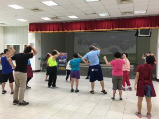 學習成果發表會中,心智障礙學員展現自我,享受表演。(圖/記者黃村杉攝)