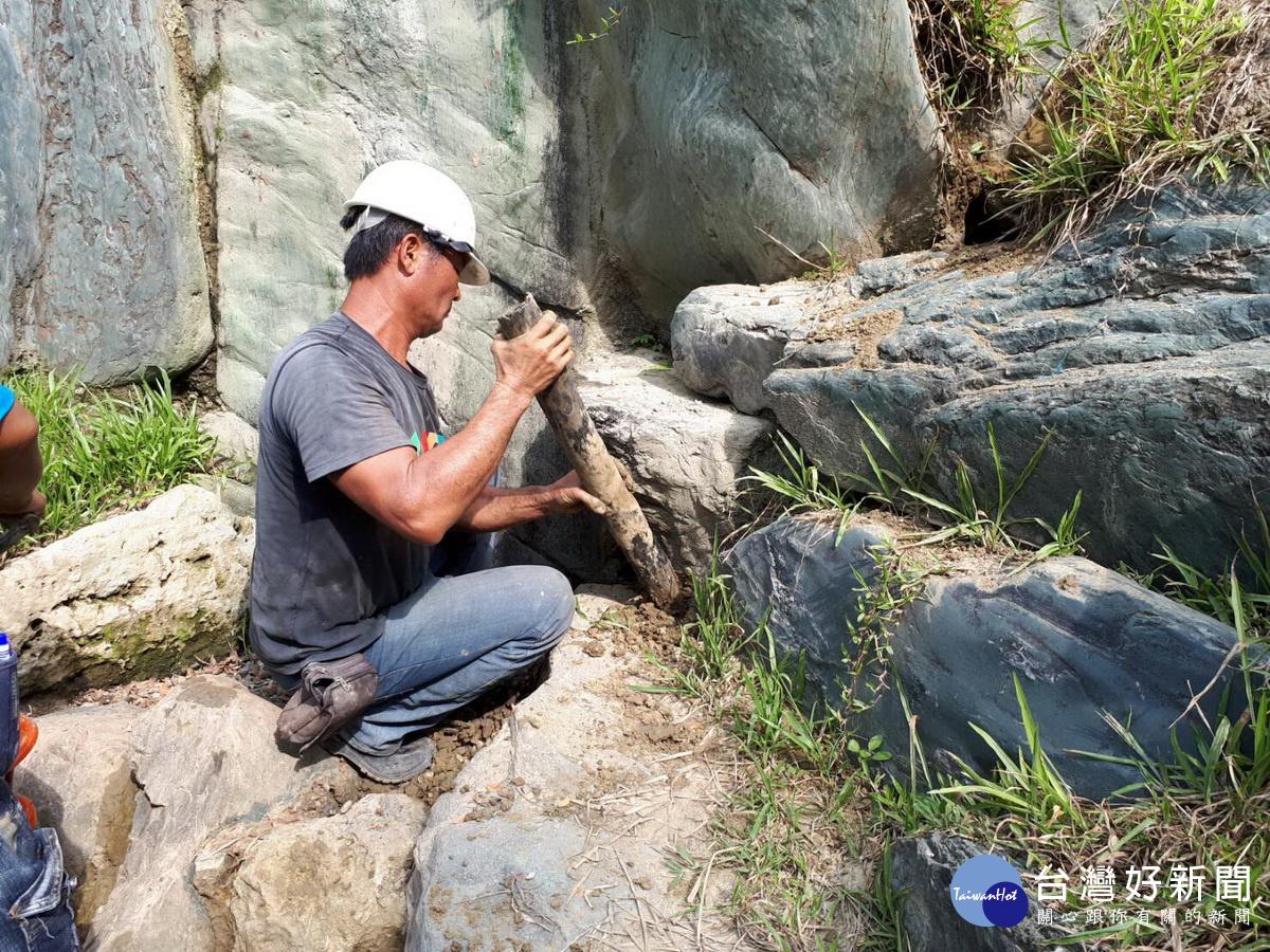 台南公園日式流瀑出現裂縫 設計者北山安夫「飛」來修復