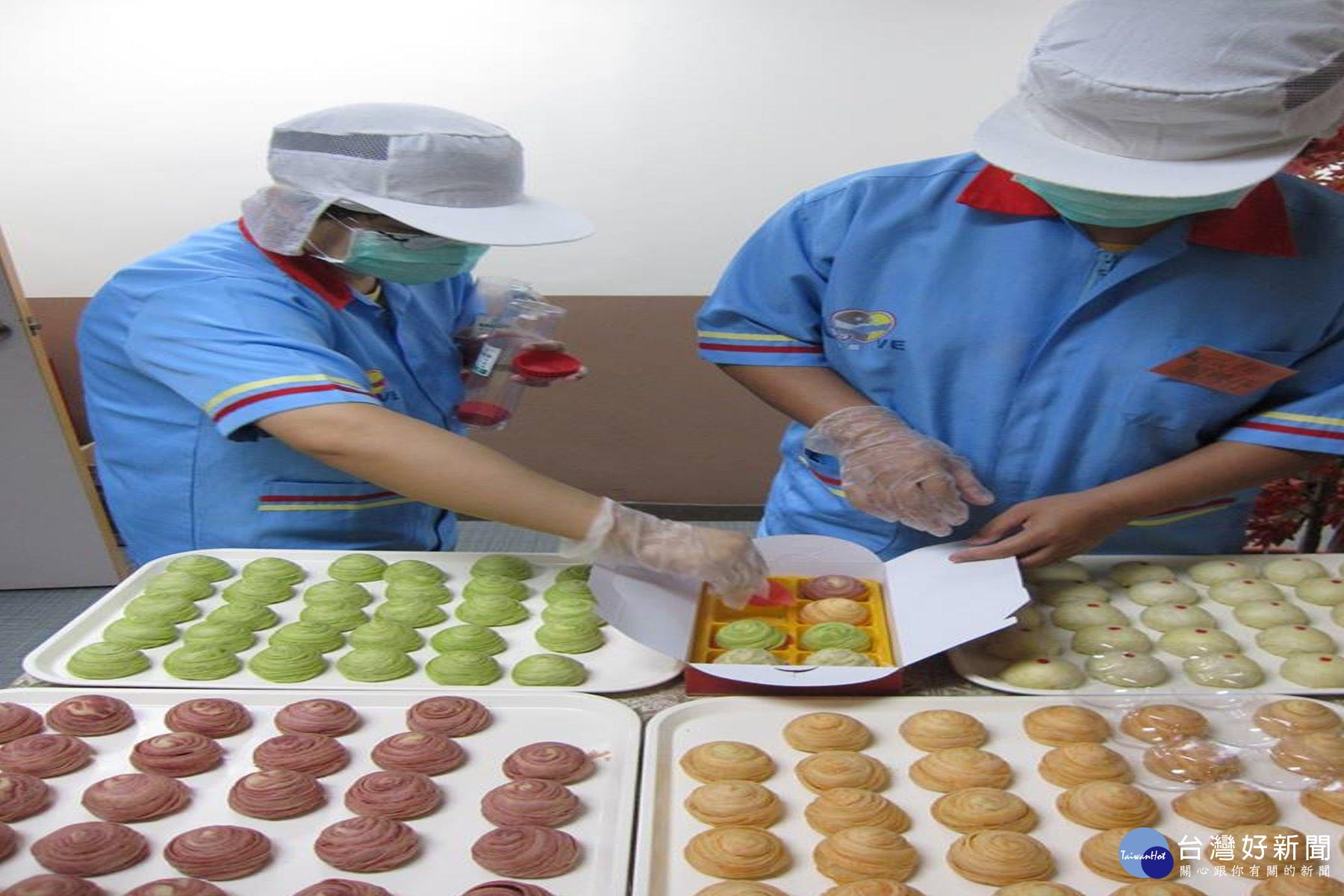 嘉南療養院推出病友自製健康月餅禮盒 呼籲民眾訂購做愛心